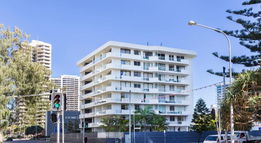Carlton Apartments in Surfers Paradise
