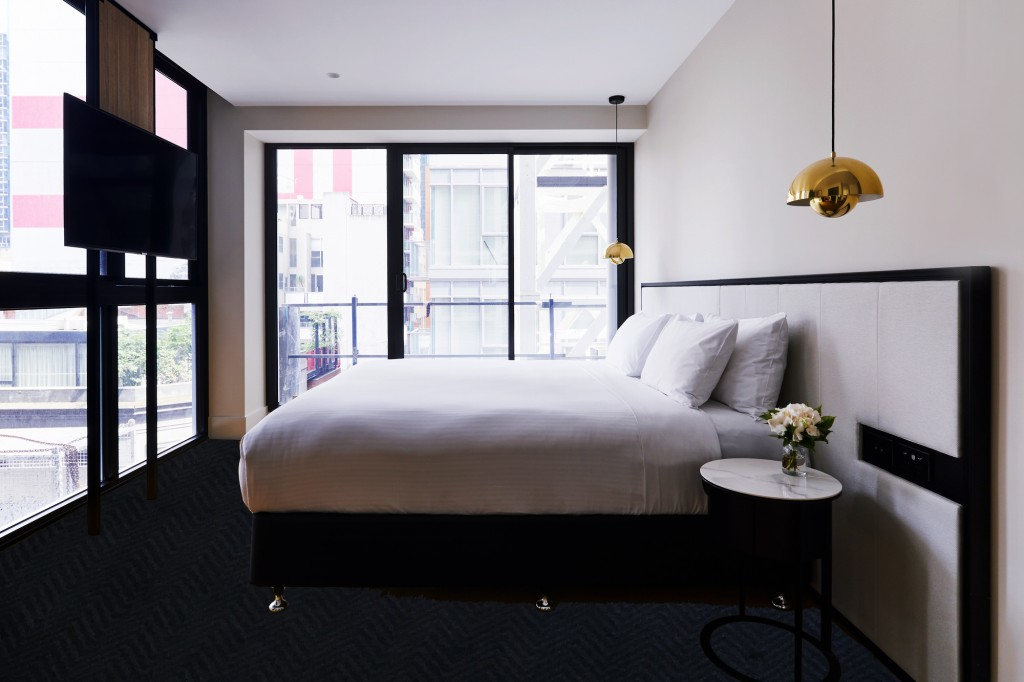 Brady Hotels Jones Lane, opening 1 August, is excited about 'doing things differently' to provide a more personalised guest experience and helping visitors discover the best of Melbourne's theatre, shopping and laneway culture on its doorstep. Brady Hotels Jones Lane – the group's second Melbourne hotel – is tucked down Little Lonsdale Street on the corner of Jones Lane (between Exhibition and Russell Street), in the heart of the city's Theatre District. Ideal for business and leisure travellers, the 4.5 star boutique hotel spans 21 storeys and encompasses 153 rooms (125 king, 10 twin, 14 business and four studio apartments). Ninety-six of the rooms have balconies. All rooms contain king beds and openable windows – a rarity for a city hotel. The styling takes on a sophisticated dark palette, complimented by chic brass pendant lighting and leather lounges adding a cheerful pop of bright orange.