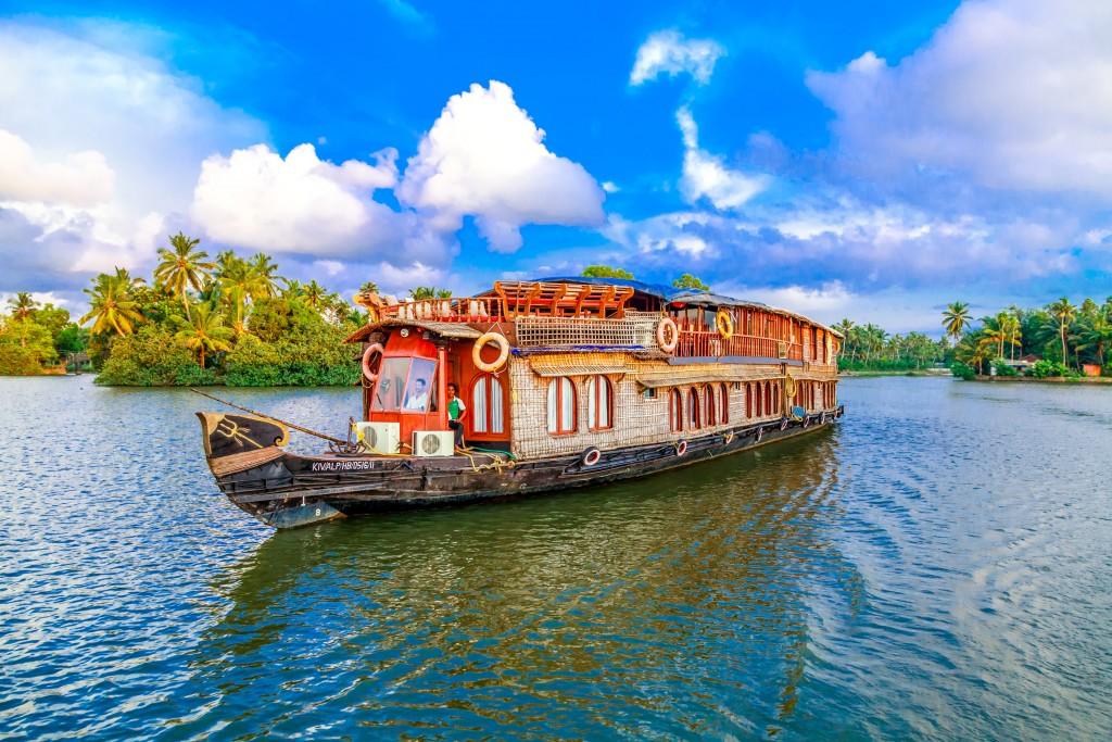 Kerala Backwater Cruise Vaikundam Cruise Boat Exterior