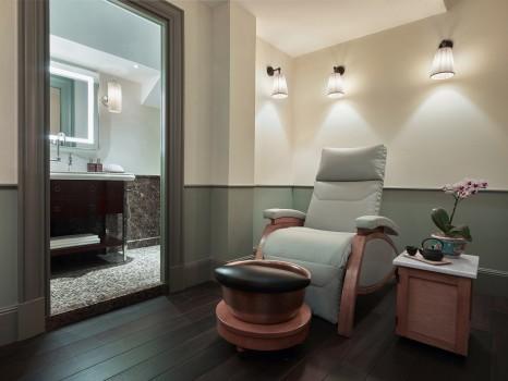 Maxwell-Singapore-Mani_Pedi_Room