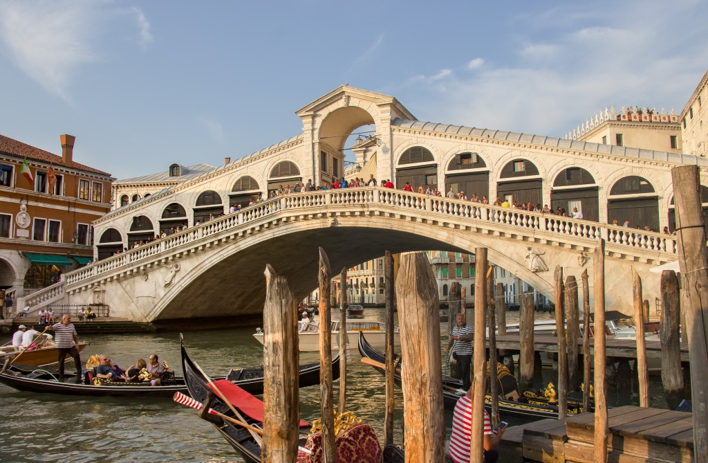 The Rialto bridge is the eldest of the four bridges that cross the Grand Canal