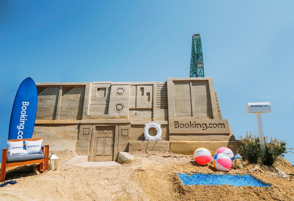 """Booking.com """"SAND""""-sion"""
