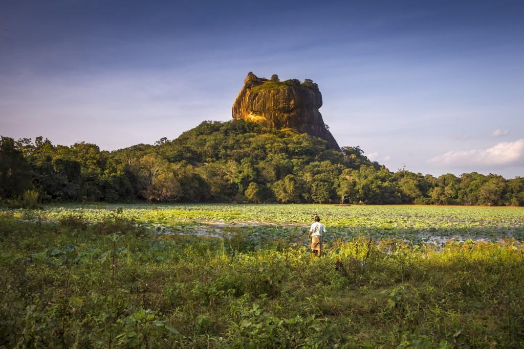 Hotel-Road_Sigiriya_Sri-Lanka_6420[1]