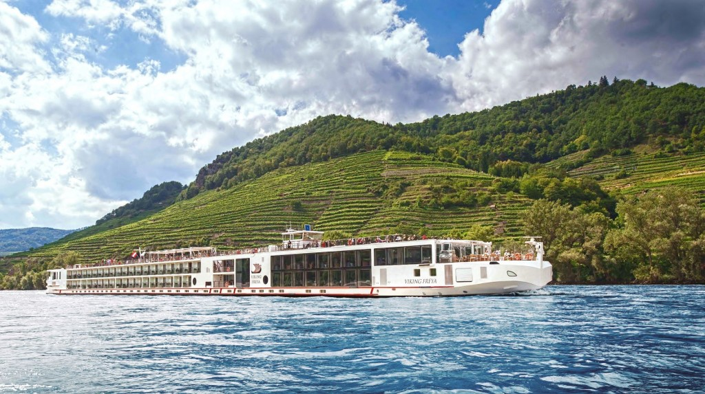 Viking Longship Freya_Rhine vineyards