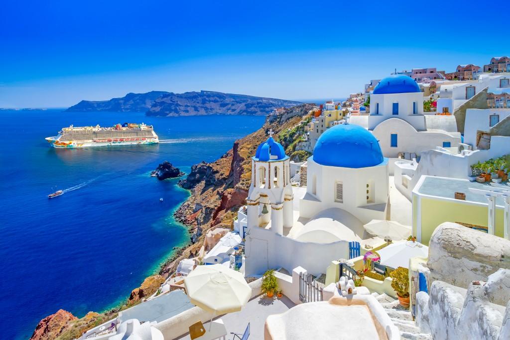NCL Ship-in-Destination-Europe_Getaway_santorini