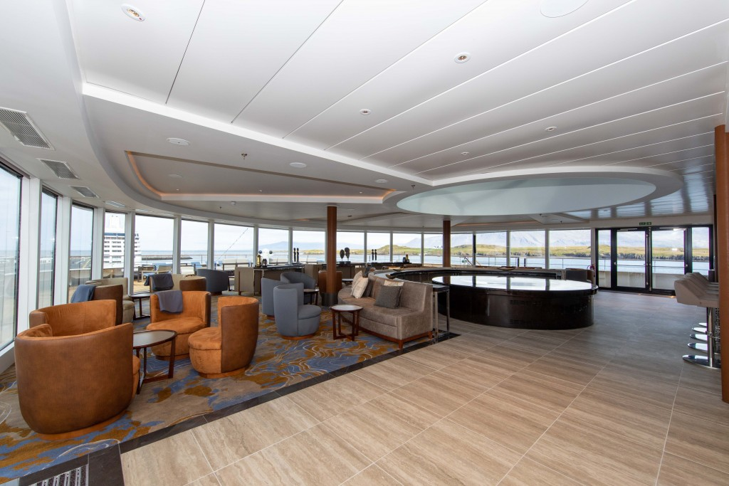 Quark Expeditions_World Explorer_Observation Lounge (1)