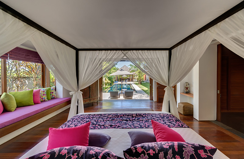 bendega-rato-master-bedroom-with-pool-view