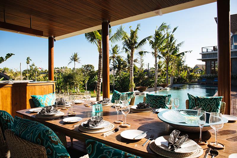 villa-umah-daun-dining-and-pool-view