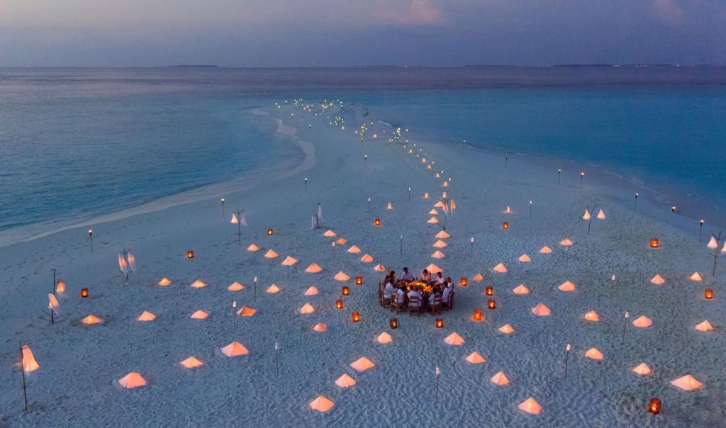 1989_Soneva Fushi Resort Experiences - Private Sandbank Dinner