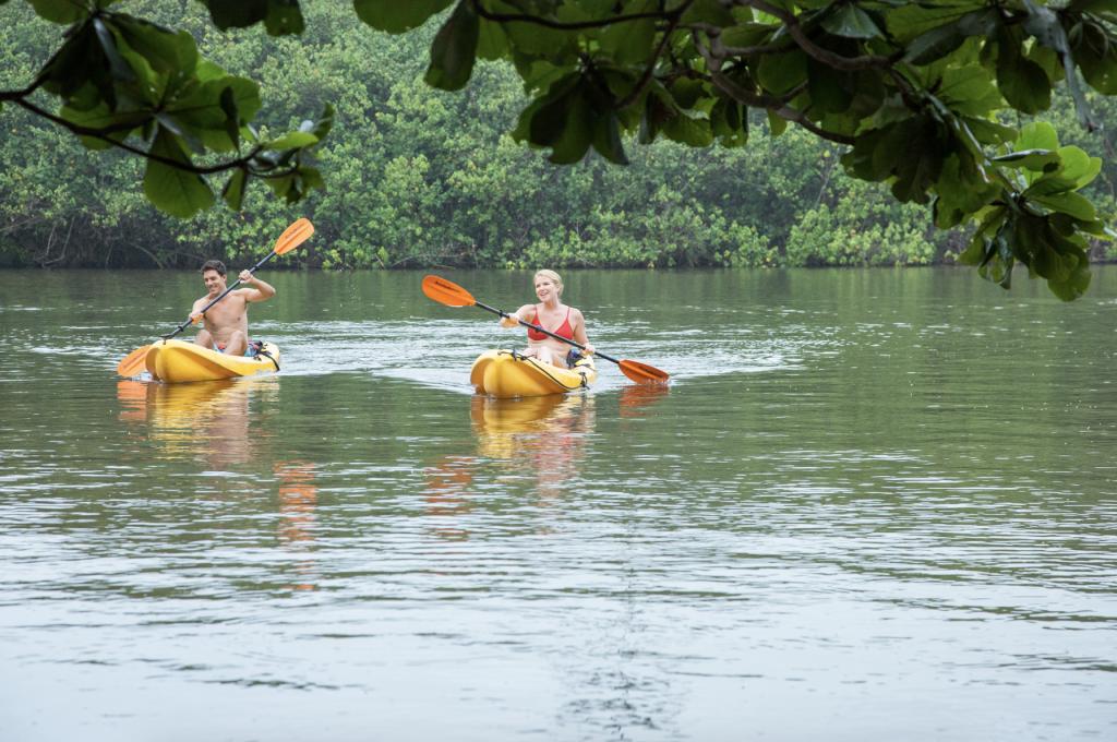 Couple river kayaking in Kauai (HTO)